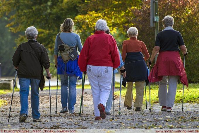 Nordic Walking! Geeignet für Menschen in jedem Alter. www.nordic-walking-welt.de