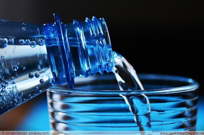 Wasser ist das Getränk der Wahl bei Hitze - www-nordic-walking-welt.de
