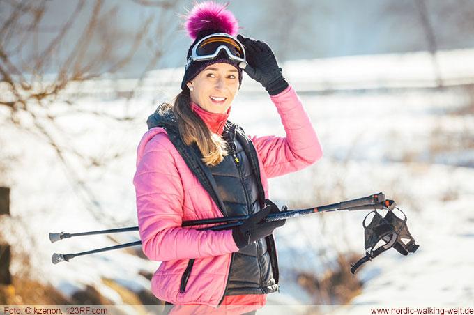Beim Nordic Walking im Winter ist es wichtig auf die richtige Bekleidung zu achten.