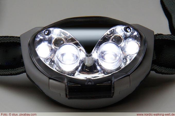Stirnlampen sind bei Dunkelheit eine große Hilfe