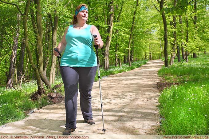 Nordic Walking kann beim Abnehmen helfen